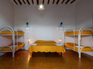 camera di albergo con letti